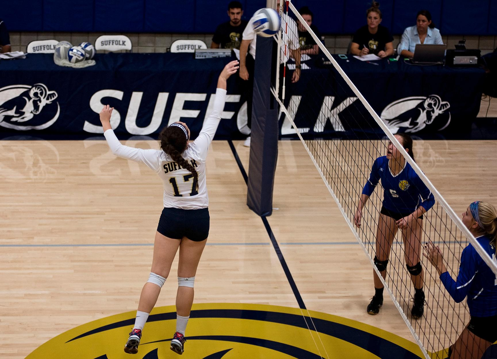 UMass Dartmouth Defeats Volleyball, 3-0