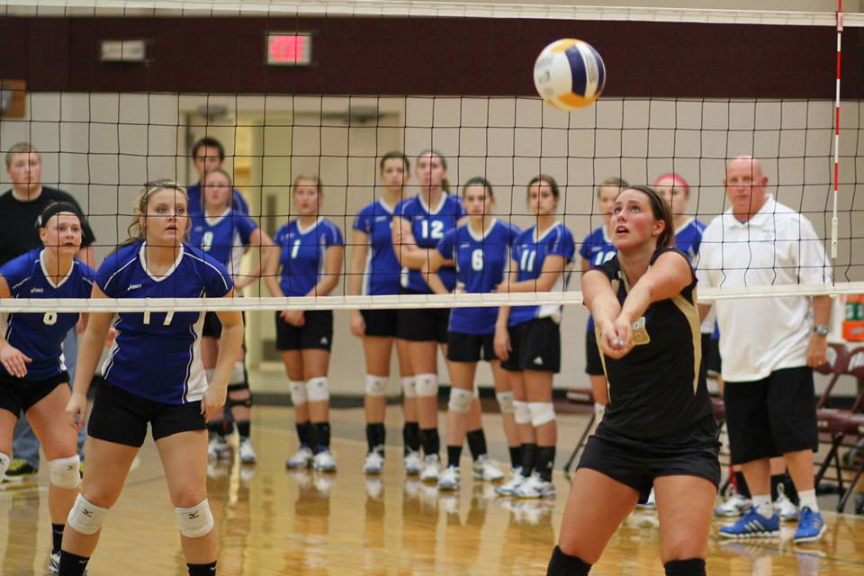Women's Volleyball Defeats #7, Falls in Five to #5 at Spikefest