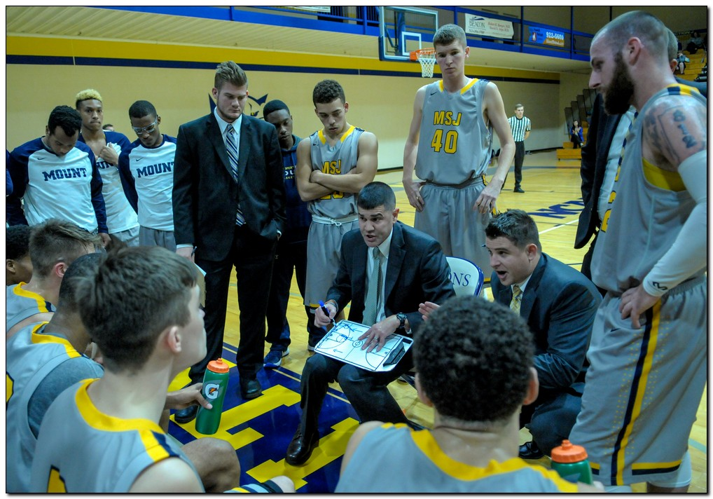 Men's basketball wins at Transylvania, keeps lead in conference