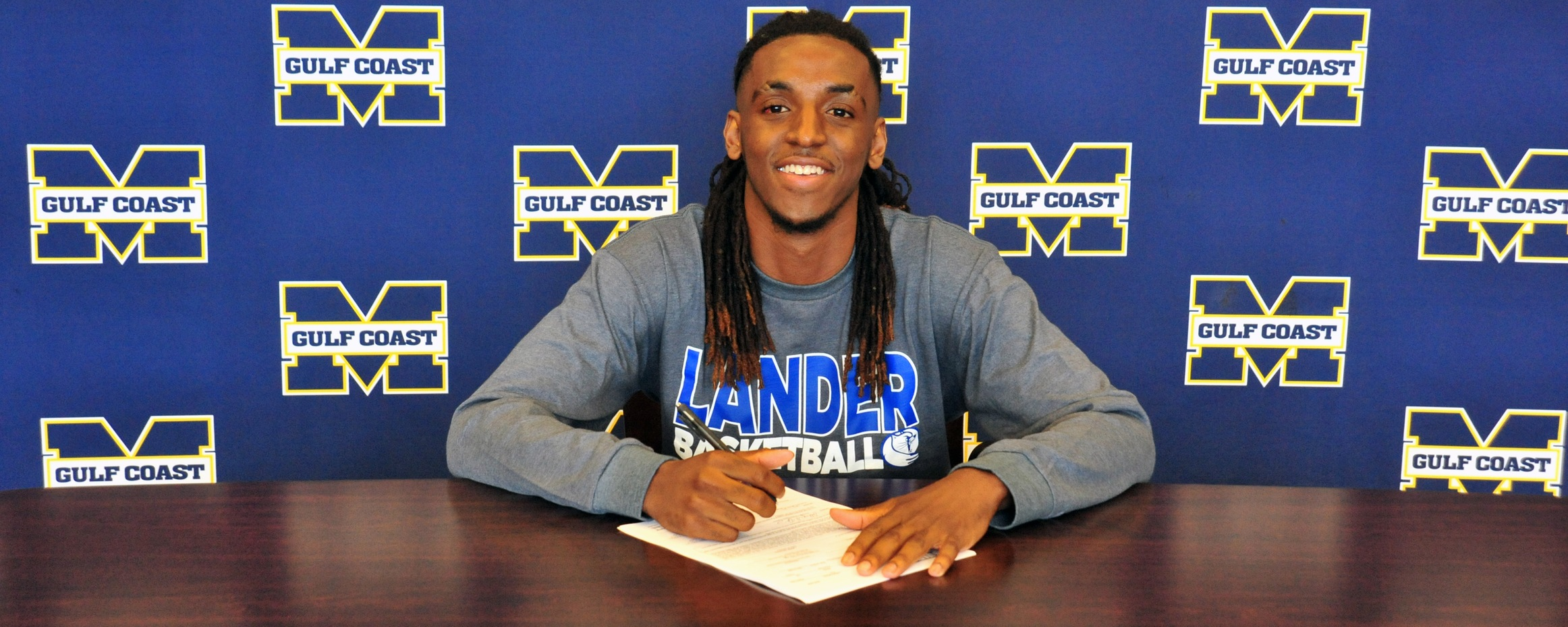 Spivery signs with Lander