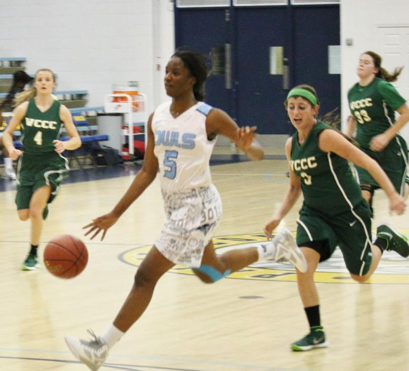 Smith Scores 47 Points in Owls Win