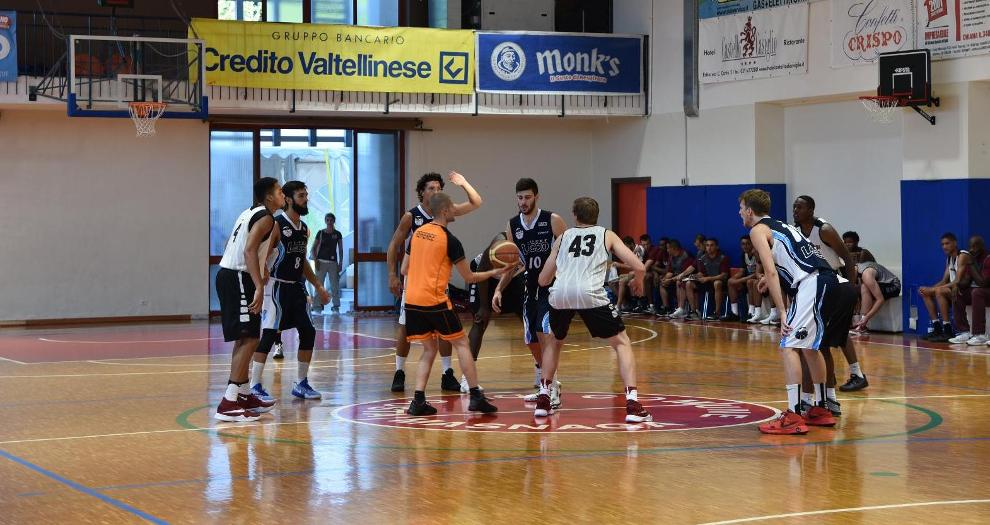 Men's Basketball Improves to 2-0 on Italy Exhibition Tour