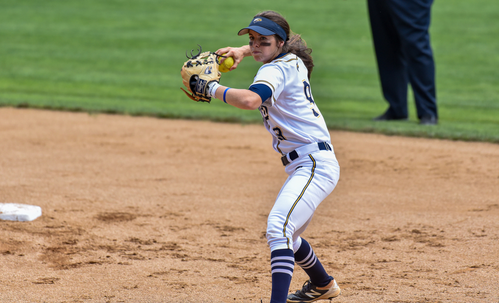 Late-Inning Rally Lifts Softball Past Randolph-Macon in College World Series Opener