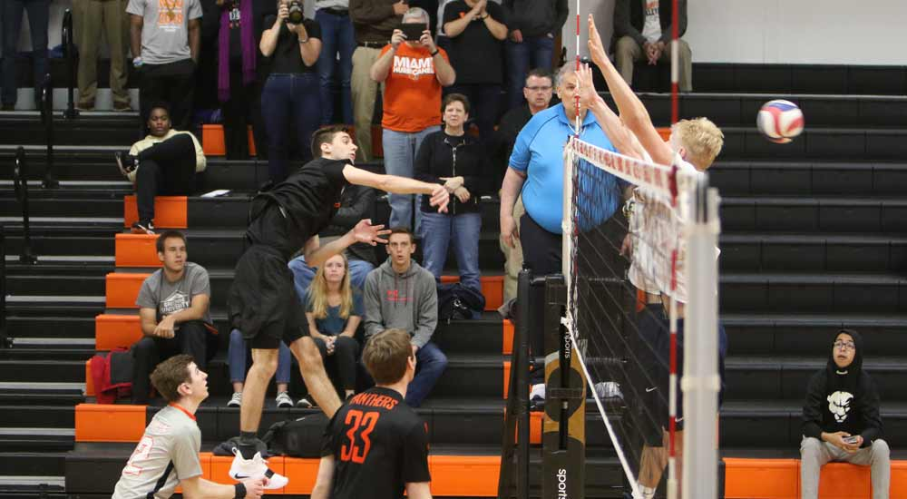 Men's volleyball concludes 2019 season with win over Olivet