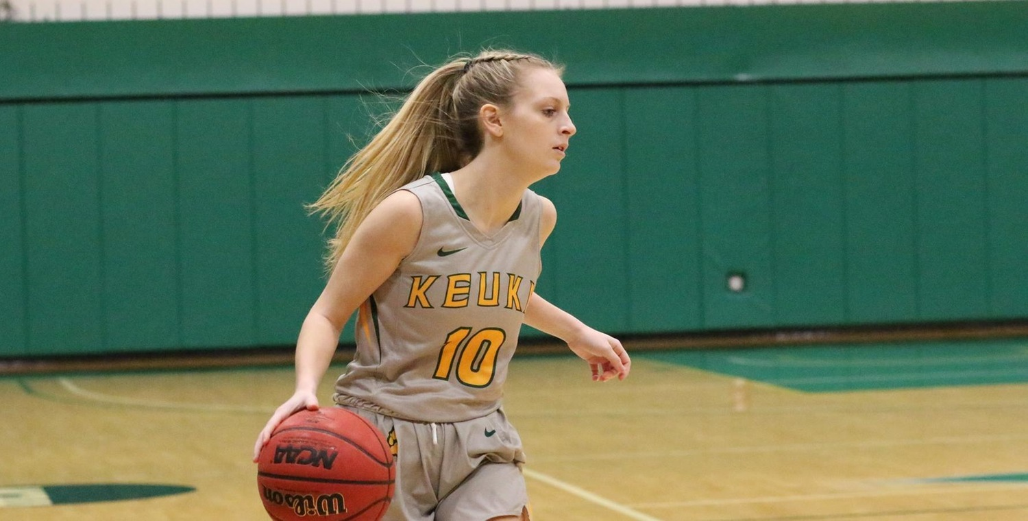 Amelia Poole (10) had a career-best 5 assists for Keuka College on Saturday