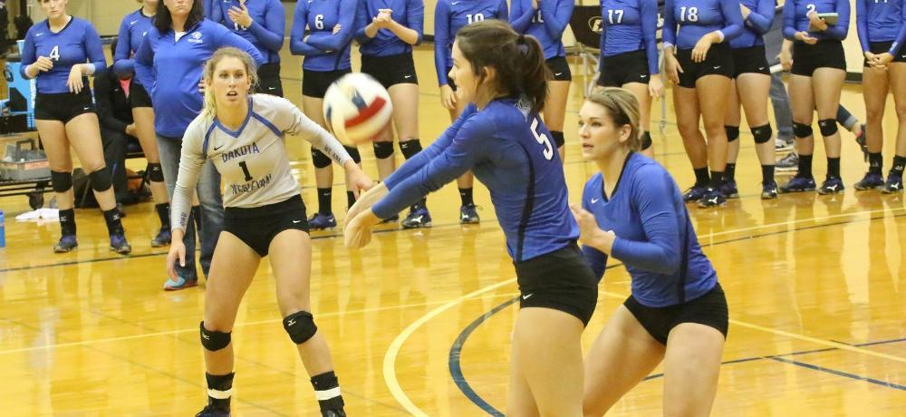 Tigers go 1-1 at Concordia Triangular; Tadlock tallies 46 kills in two games