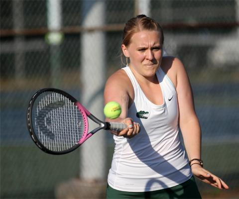 Gators fall to Saint Rose, 4-3 in women's tennis play