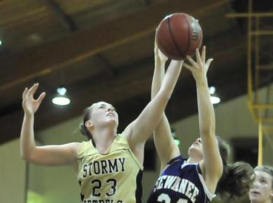 Lady Petrels Win Thriller Over Emory