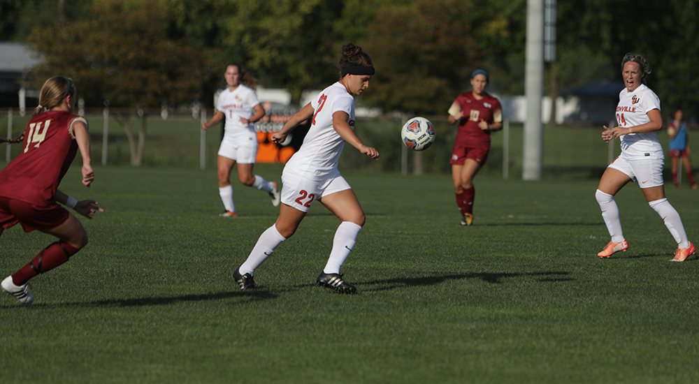 Women's soccer battles in 2-1 loss to Coe