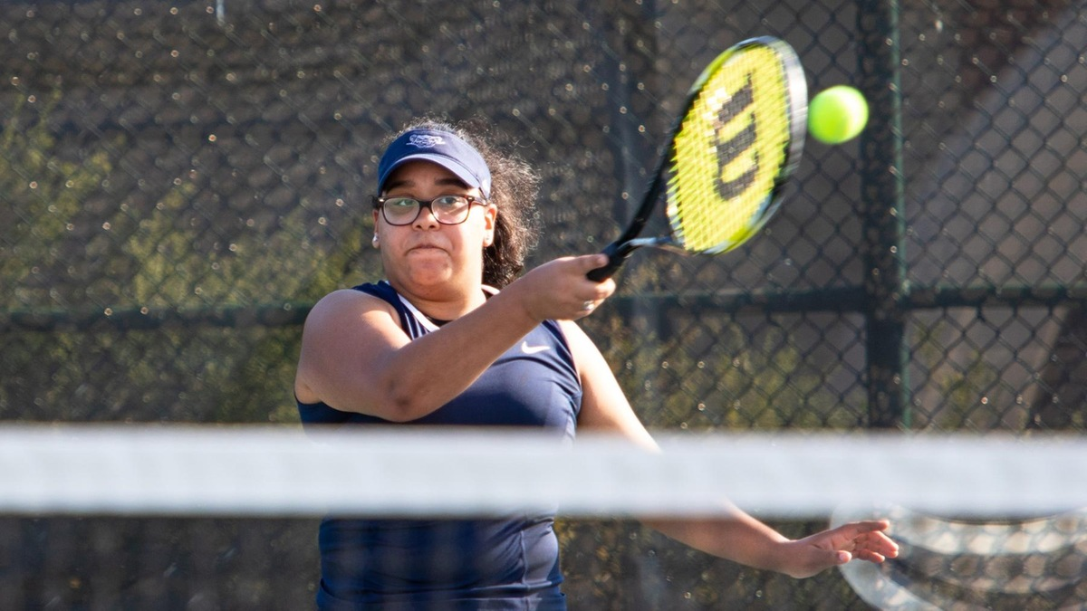 Women's Tennis Downed by Hunter
