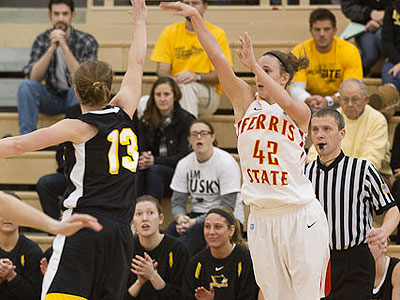 Bulldog Women Upset Seventh-Ranked MTU