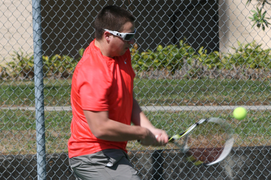 Men's Tennis blanks PSU-Berks, 9-0