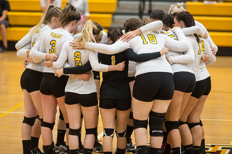 Volleyball Outlasts MCLA 3-2 in MASCAC Opener