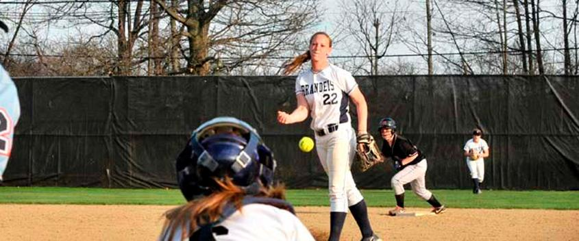 Softball splits twinbill with WPI