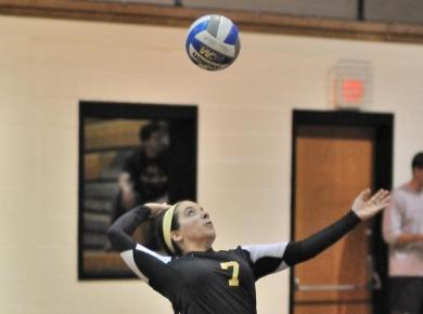 Volleyball Picks Up 1st Win at Berry Tournament