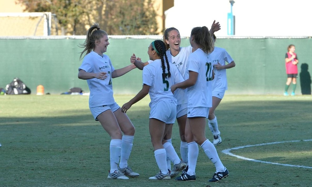 WOMEN'S SOCCER SCORES SIX GOALS IN THRILLING WIN OVER IDAHO STATE