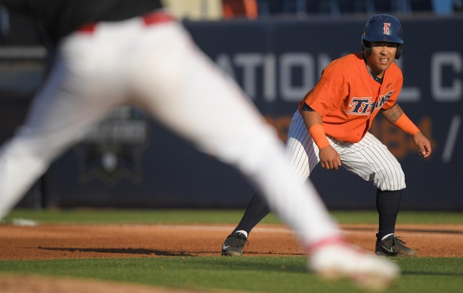 Bats Catch Fire, as Seven Run First Leads Titans to Eighth Straight Win