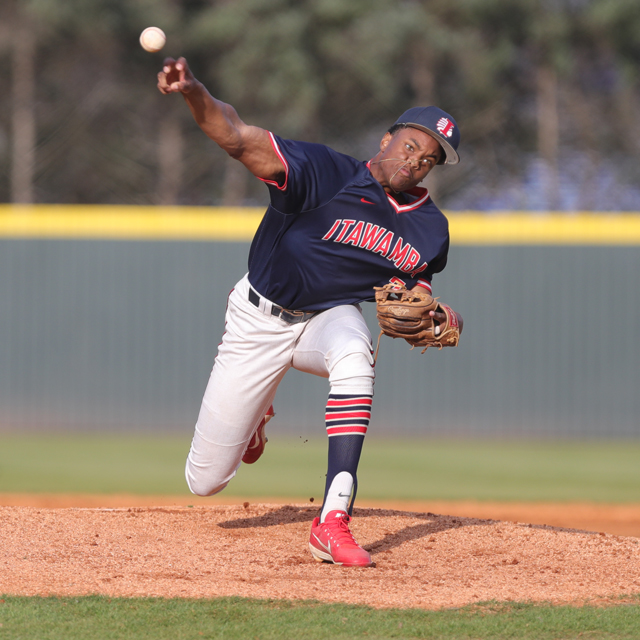 No. 4 Indians sweep Gulf Coast to close out regular season