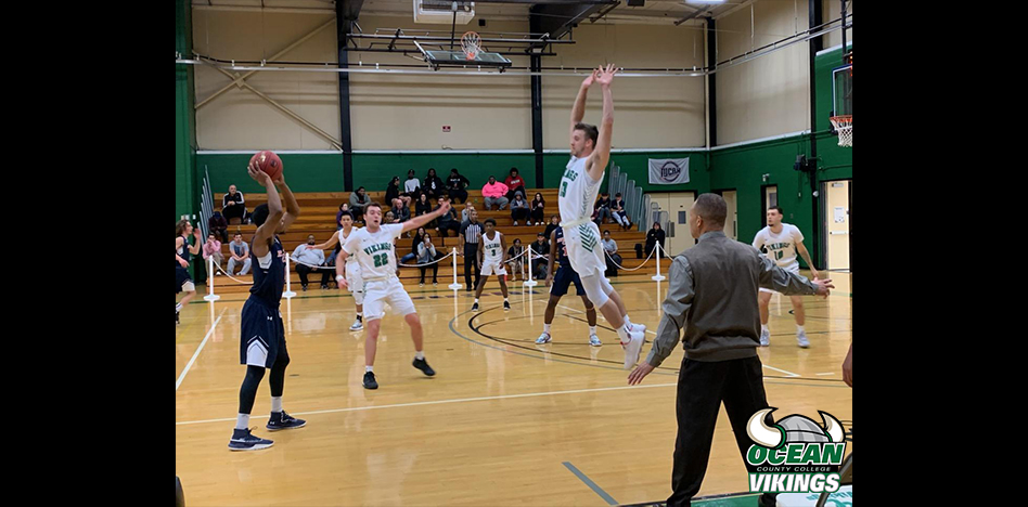 Men's Basketball Edged Out by Atlantic Cape CC, 102-99