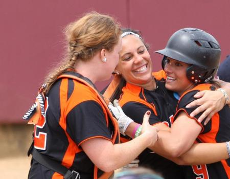 Late home run lifts No. 6 Luther (Iowa) past No. 25 Ohio Northern in 2012 NCAA III Softball Championships