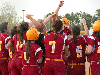 Bulldog Softball Wins GLIAC Tourney Opener