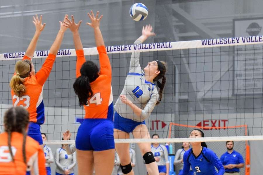Sophomore Lauren Gedney registered a match-high 16 kills to lead the Blue (Julia Monaco).