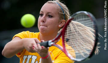 Women's Tennis Easily Defeats Stout