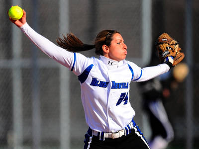 Blue Devils Sweep Holy Cross