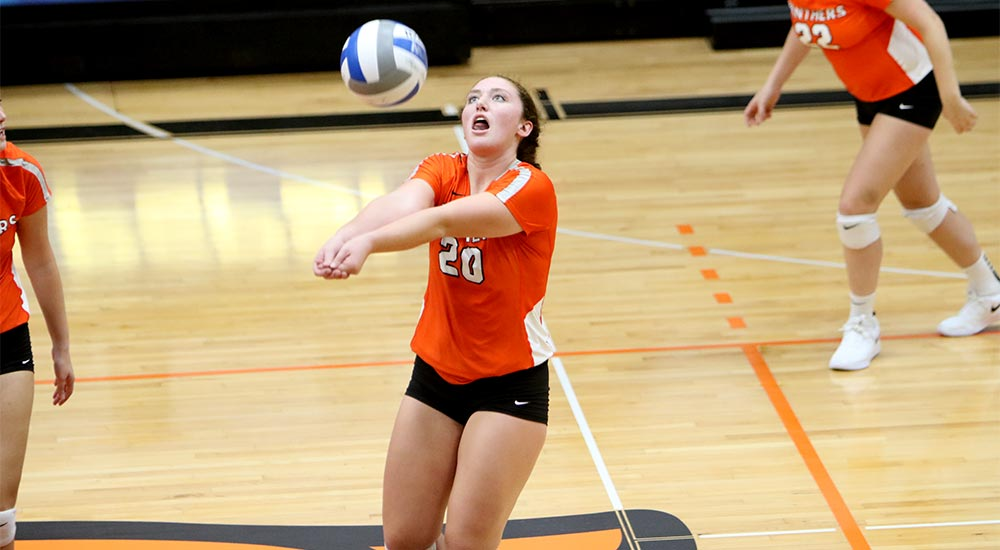 Women's volleyball captures win over MacMurray
