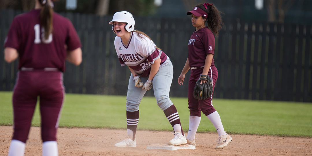 Softball Earns Road Split at Schreiner