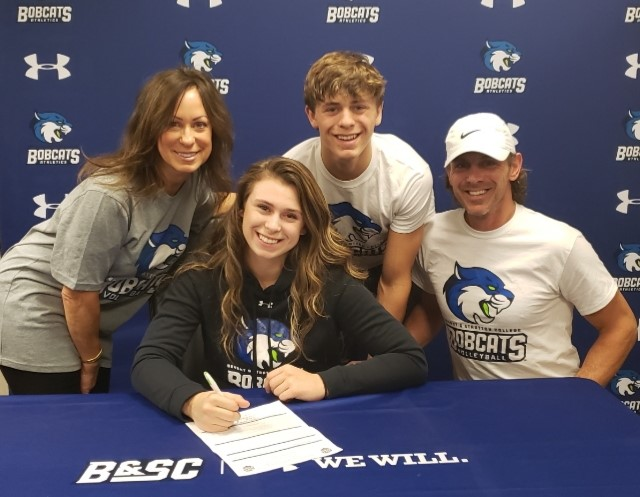 Women's Volleyball lands outside hitter from Waukesha West