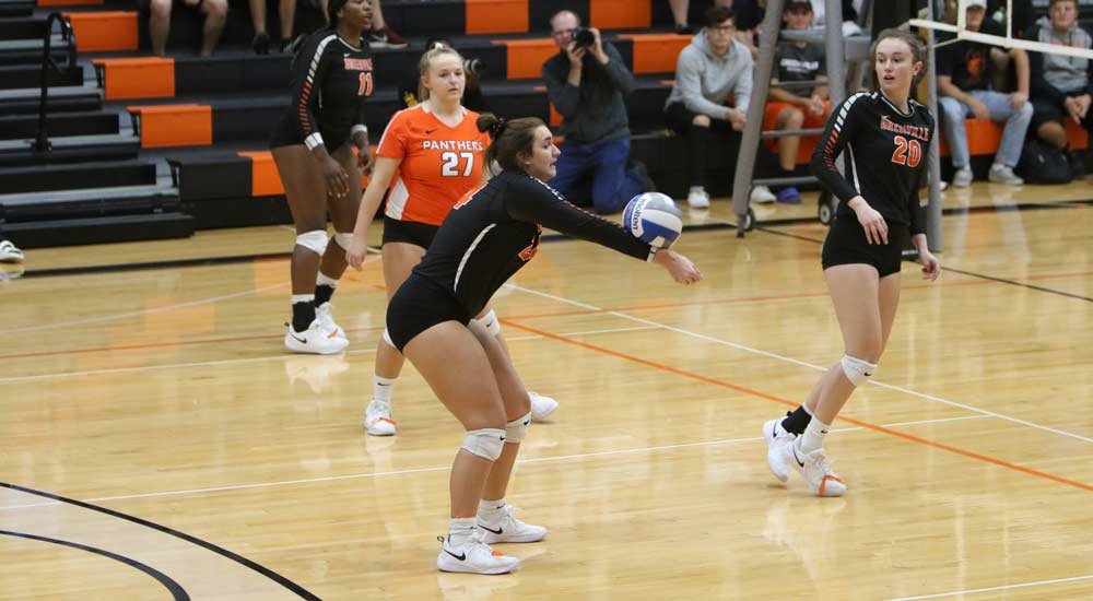 Women's volleyball opens home schedule with three set win