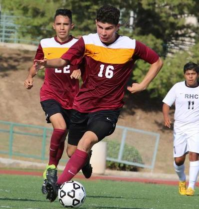 Men's Soccer Moves To 2-0-1 In Early Matches