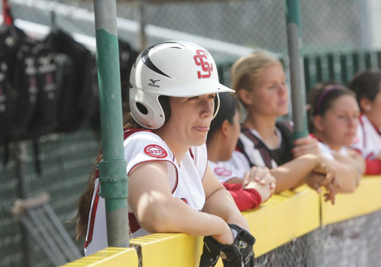 Hornets Edge Broncos in Softball Doubleheader Saturday