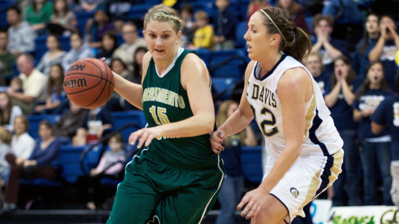 Women's Basketball's Four-Game Winnning Streak Ends at SIU-Edwardsville
