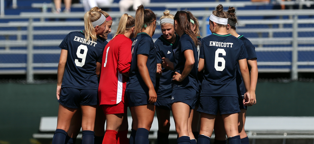 Image of the Endicott women's soccer team huddled before play begins.