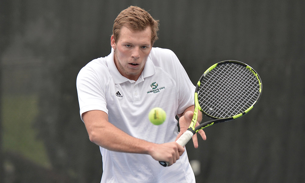 MEN'S TENNIS KEEPS THINGS CLOSE AT MINNESOTA, BUT EVENTUALLY FALLS