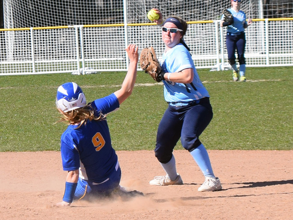 Lasell Softball drops two to Emmanuel