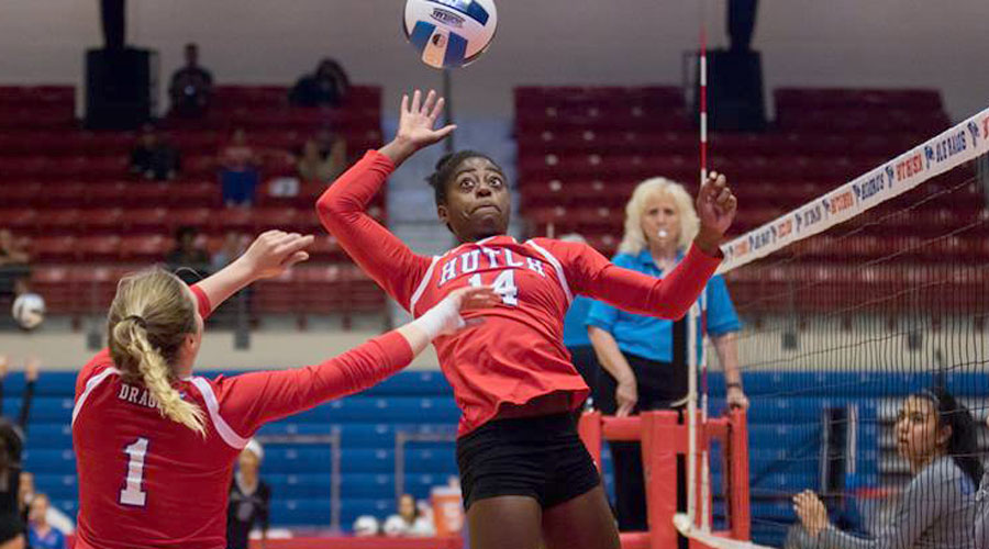Tatyana Ndekwe had a career-high 12 total blocks in Hutchinson's 3-1 victory on Friday over Jefferson College at the Grizzly Invitational in West Plains, MO. (Joel Powers/Blue Dragon Sports Information)
