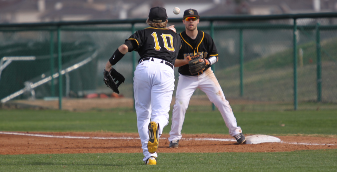 Pirates Fall to Texas Lutheran in Extra Innings