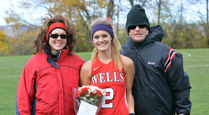 Field Hockey Explodes For 5-0 Win On Senior Day