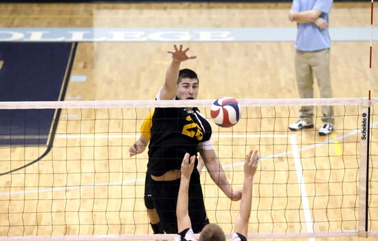Men's Volleyball Outlasts Albertus Magnus