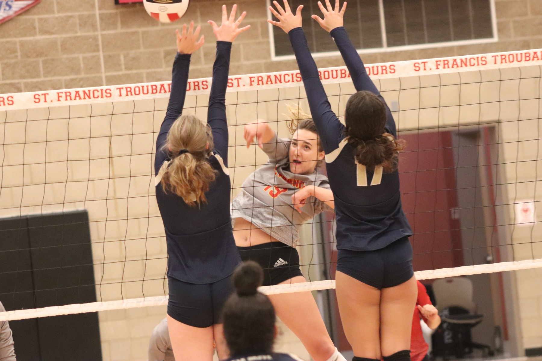 Volleyball Improves to 27-0 with Elk Grove Win