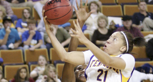 Golden Eagles down Jacksonville State behind Hayes' double-double