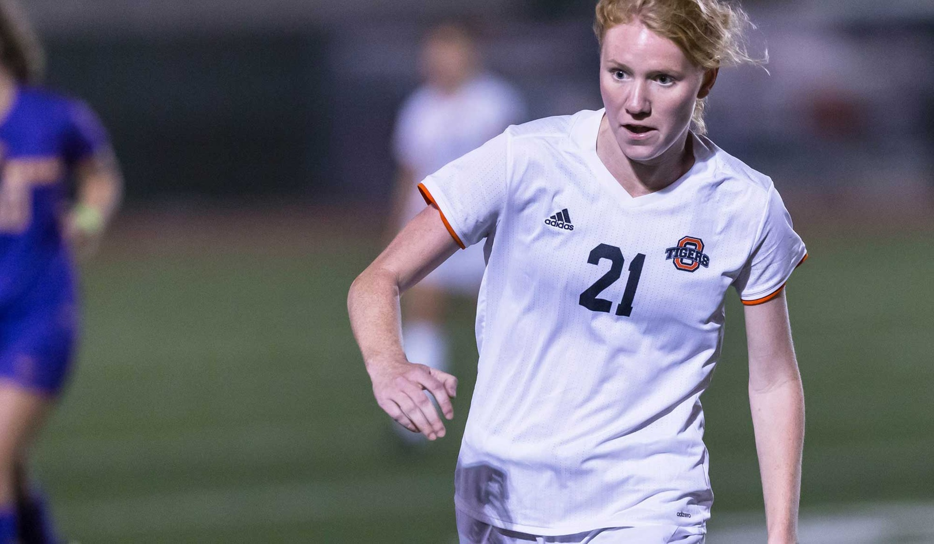 Oxy Ties at CLU, Tied For First