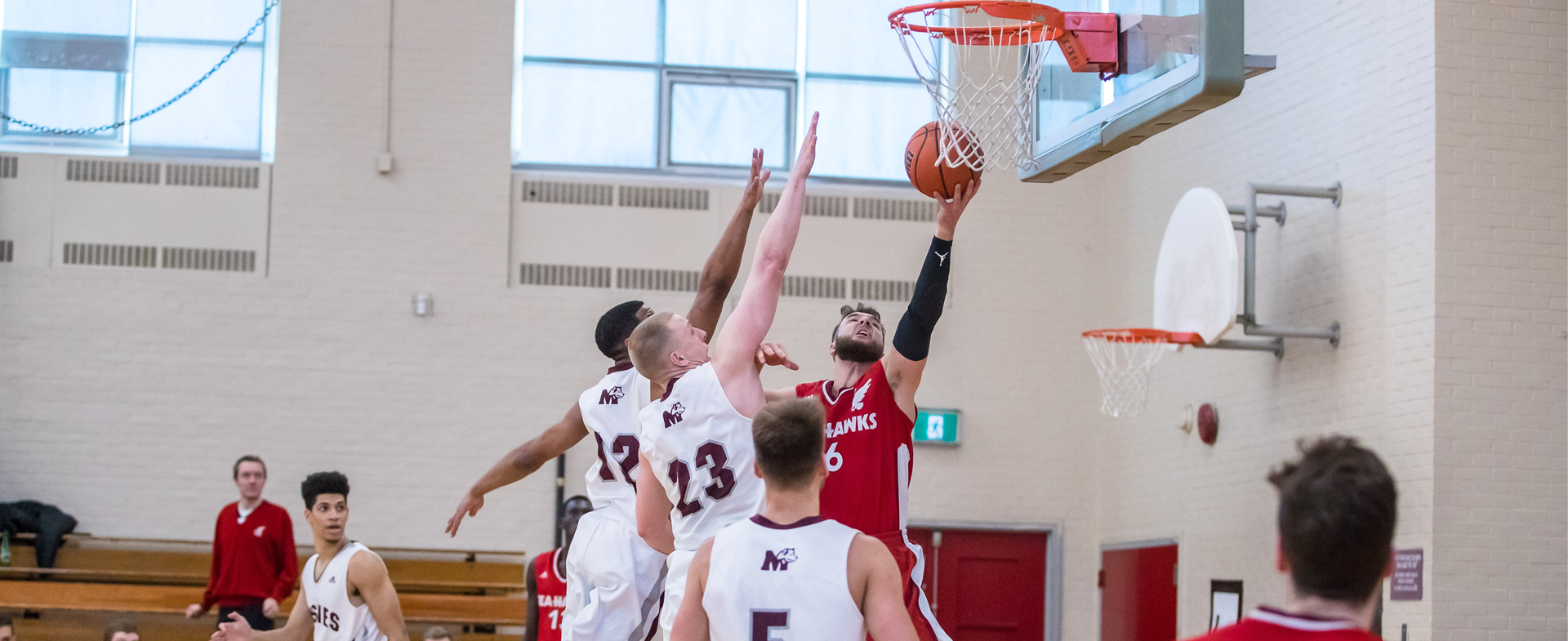 Huskies Edge Sea-Hawks at Home