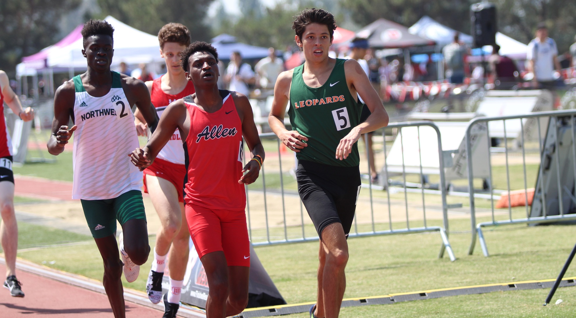 Salas breaks ULV 800m record