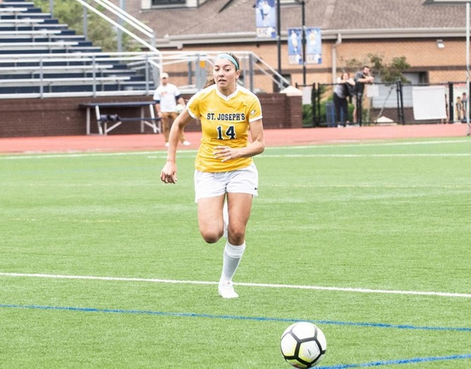 Gagliardi's Hat Trick Lifts Women's Soccer to 4-2 Win Over Sarah Lawrence