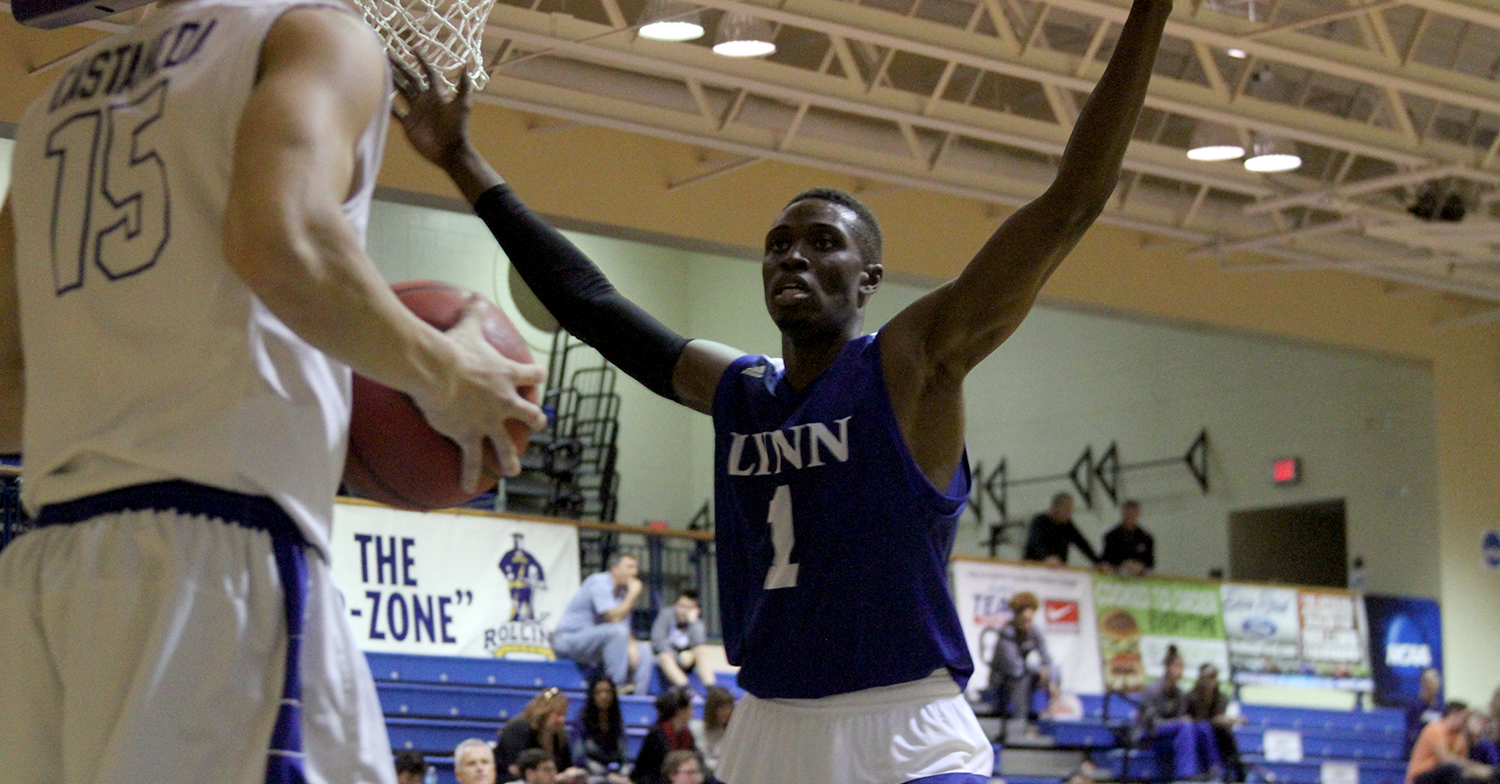 Men's Basketball Topped by Rollins, 85-69