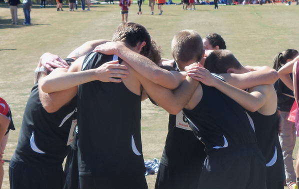 Cross Country Wraps Up Regular Season at Loras
